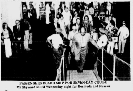 Imagen del embarque publicada en el Wilmington Morning Star MS Skyward, de Norwegian Caribbean Line, protagonista de una review (8 junio 1972) - CruceroAdicto.com