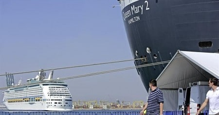 El Queen Mary 2 y el Adventure of the Seas en Valencia ayer domingo