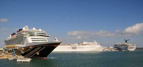 Disney Dream, Carnival Sensation y Carnival Ecstasy en Port Canaveral