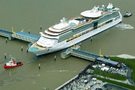 Botado el Jewel of the Seas en los astilleros Meyer Werft (13 marzo 2004)