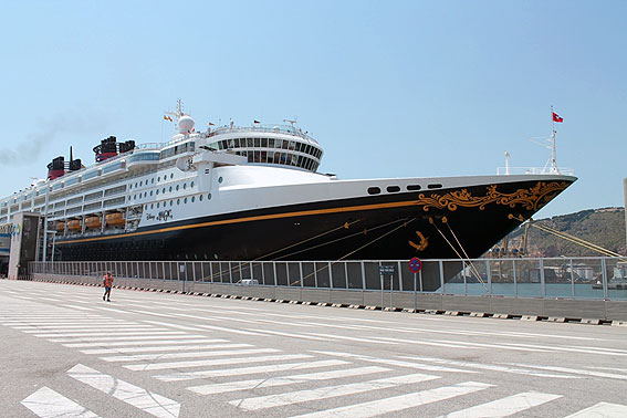 Disney Magic en Barcelona, visita en puerto - CruceroAdicto.com