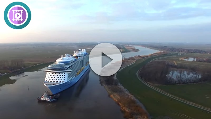 Ovation of the Seas navegando el rio Ems 1