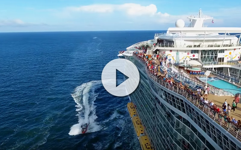 Allure of the Seas perseguido por un drone Espectacular vídeo del Serenade of the Seas - CruceroAdicto.com Espectacular vídeo del Serenade of the Seas - CruceroAdicto.com