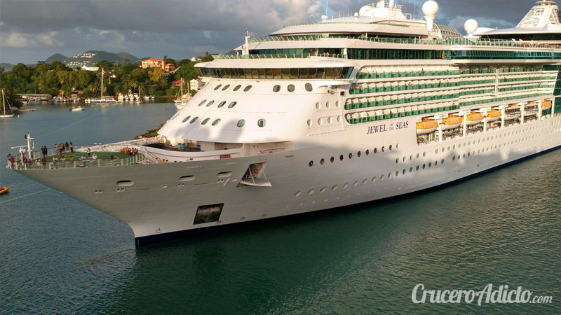 grita a un barco de cruceros Jewel of the seas