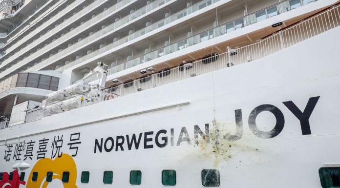 Norwegian Joy bautizado