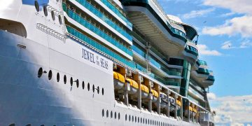 Valoración del Jewel of the Seas Video Costa Concordia reflotado y en movimiento - CruceroAdicto.com